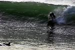 Chycení vlny a jízda na vlně