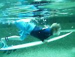 Duck-dive v bazénu